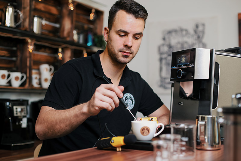 Kaffeevollautomat mit Milchaufschäumdüse